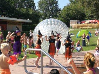 Auftritt der M-Einser im Freibad beim Sommerfest
