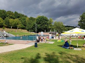 Sommerfest 2018: Die Schwimmer und Zorbingballläufer hatten viel Platz im Wasser